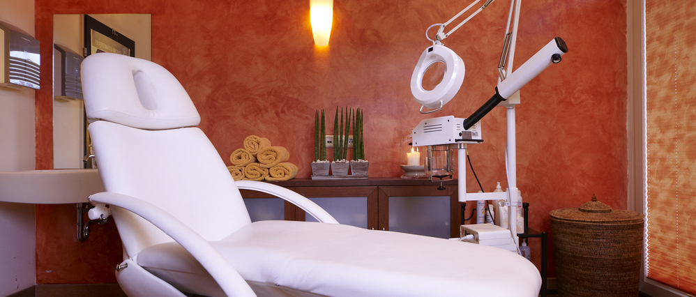 Treatment room for the manicure